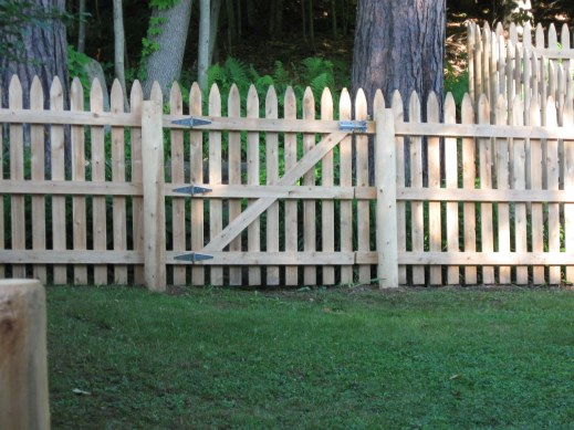 space-picket-fence-gate-v2_1300558999